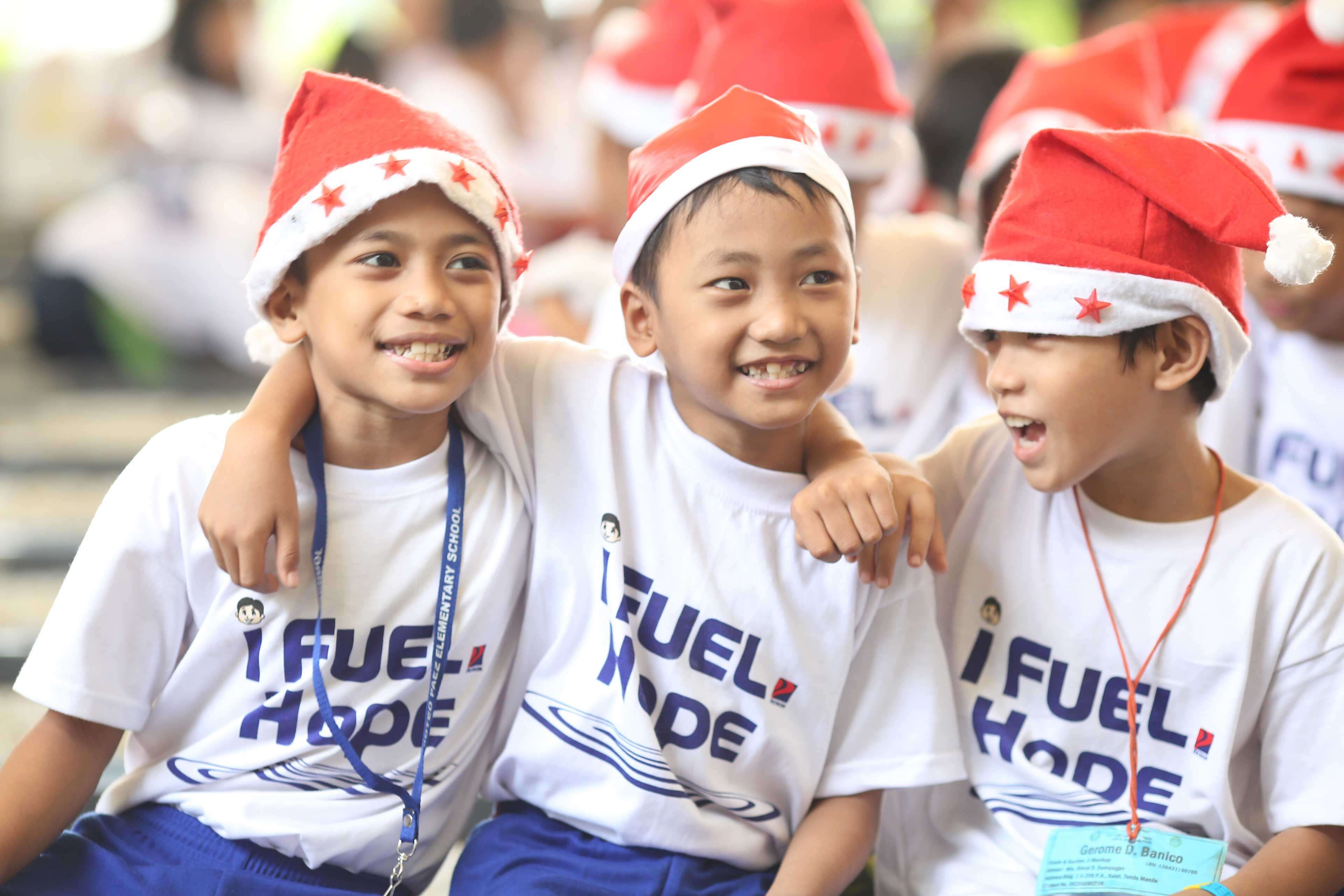 Petron brings holiday cheer to 3,000 scholars all over the country